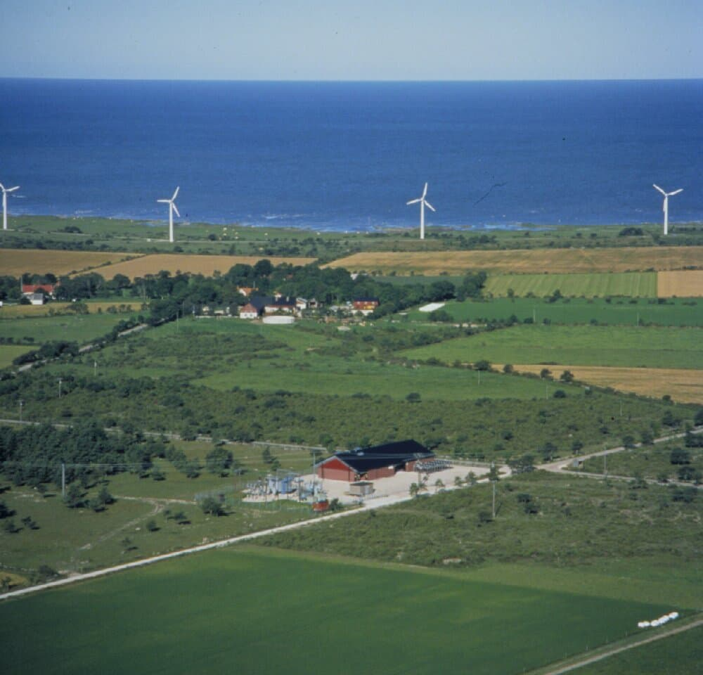 Gotland HVDC Light, Näs converter station.<br>Aerial photo, station in the foreground, wind power plants<br>